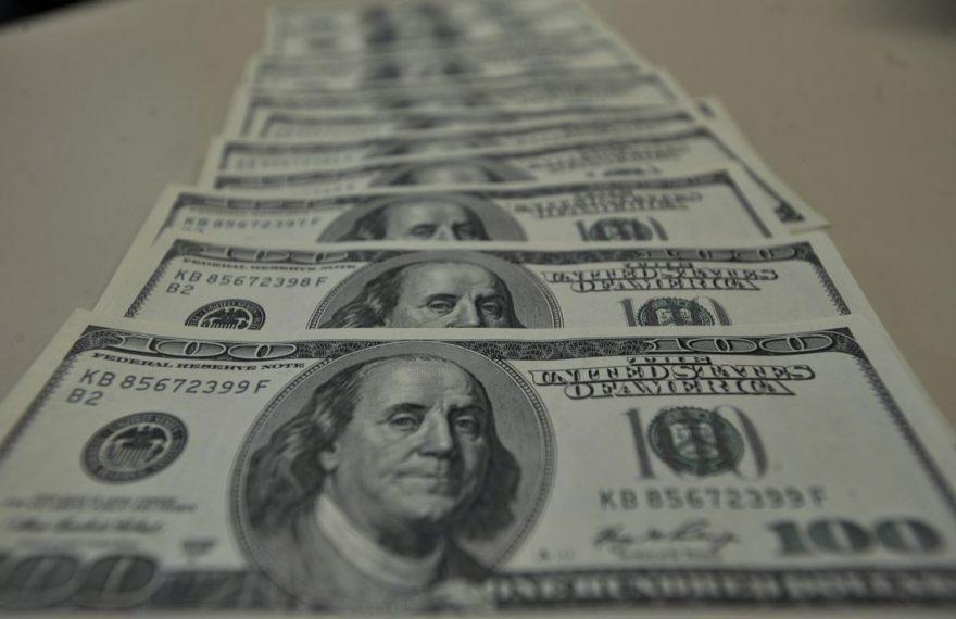 Câmbio: dólar tem sexta alta consecutiva