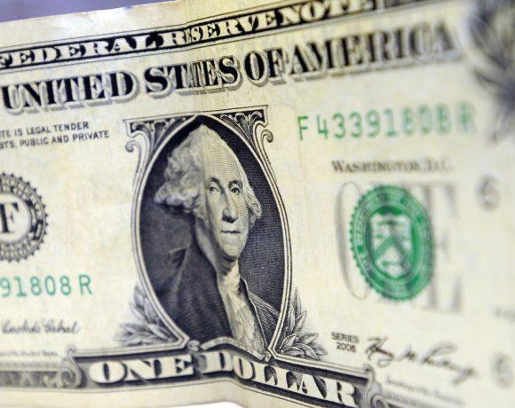 Dólar passou de R$ 3,70