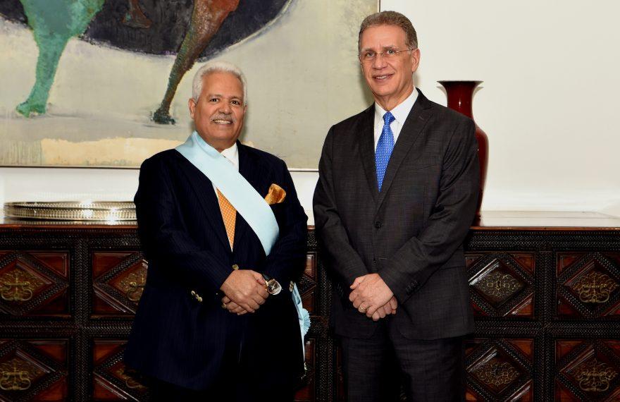 Diplomata catariano recebeu medalha do embaixador Fernando de Abreu