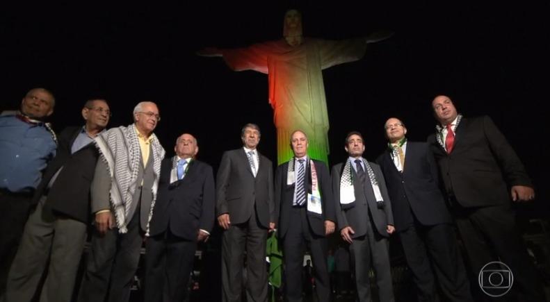 Cristo Redentor iluminado com as cores da bandeira da Palestina