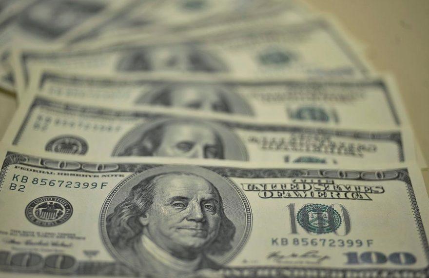 Dólar segue em alta apesar de intervenções do BC