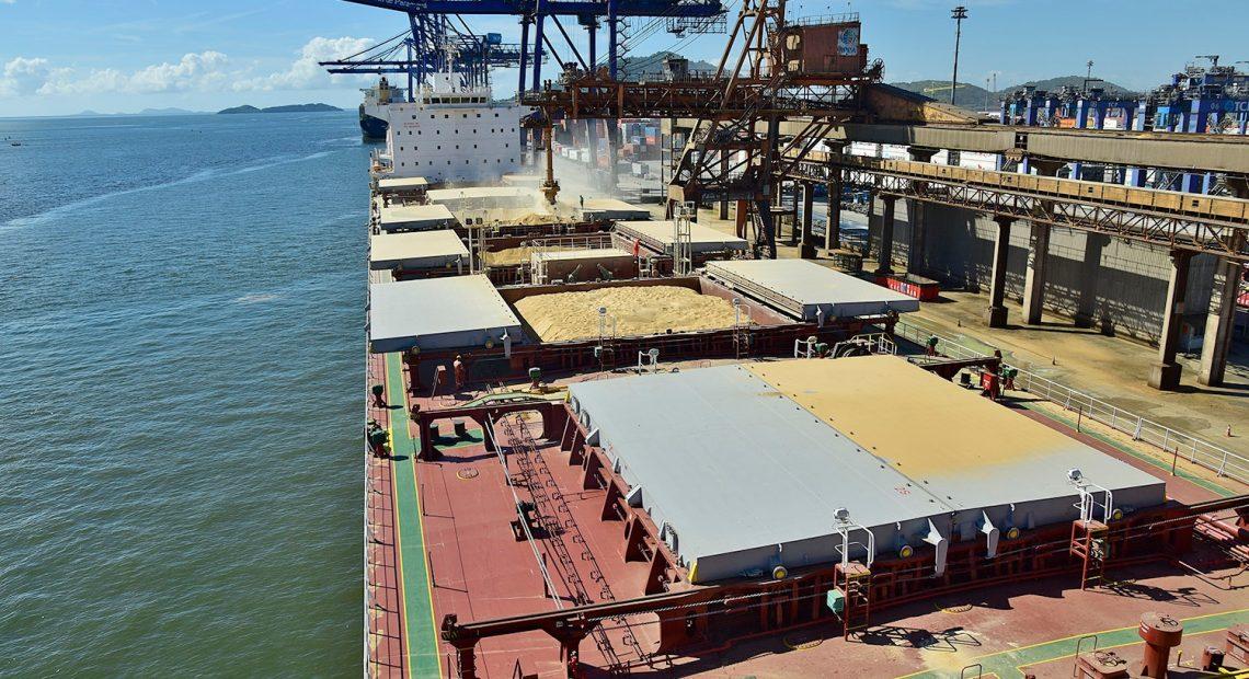 Soja exportada pelo Porto de Paranaguá. Destaque do agronegócio