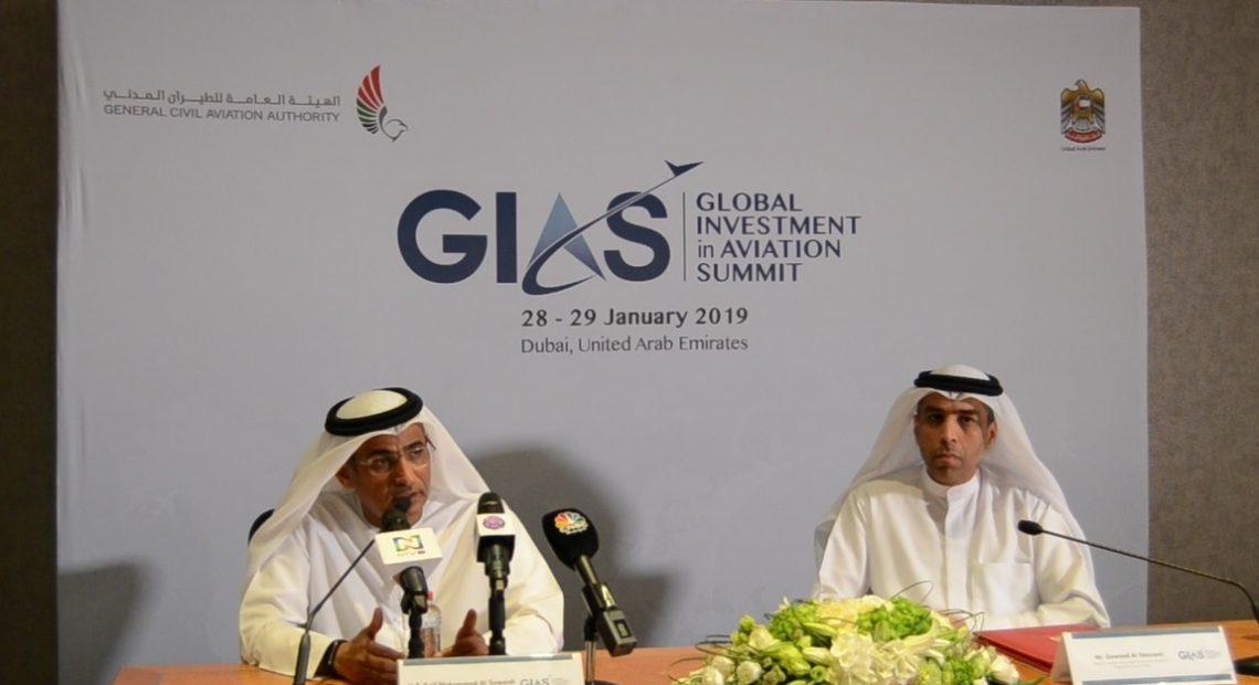 Saif Mohammed Al Suwaidi (esq.) fala sobre cúpula de investimentos em aviação