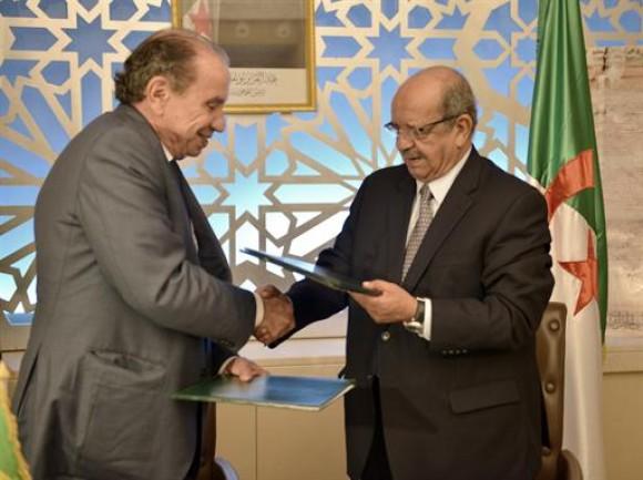 Nunes (esq.) foi recebido pelo chanceler da Argélia