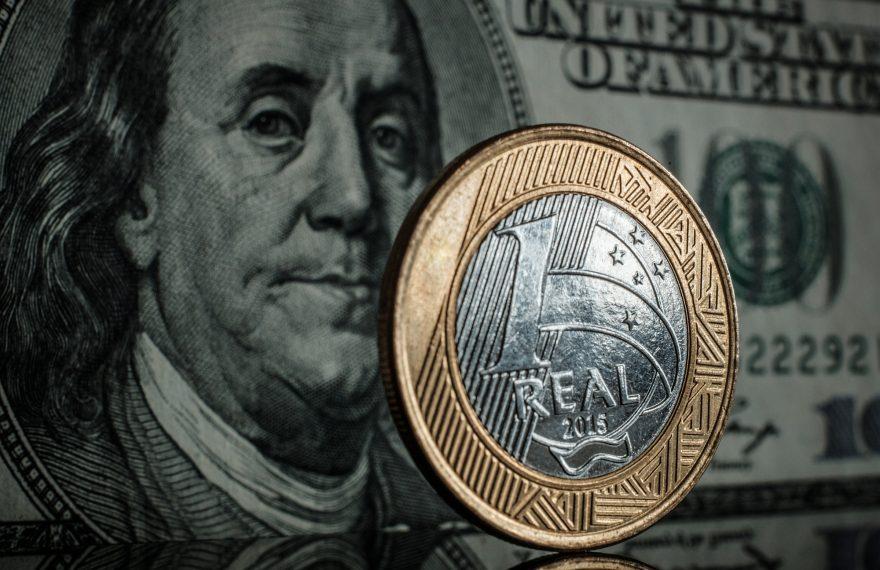 Dólar tem alta