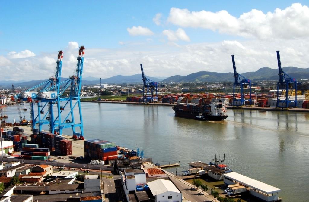 Brasil mantém saldo comercial positivo