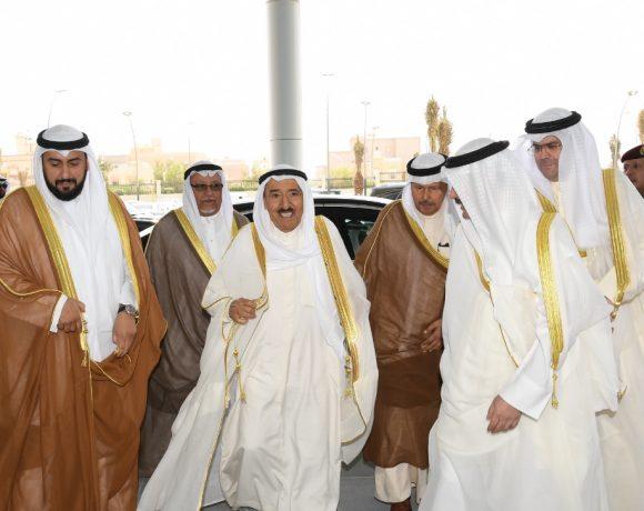 Emir do Kuwait (C) inaugurou complexo médico
