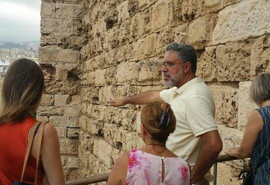 Khatlab conversa com turistas