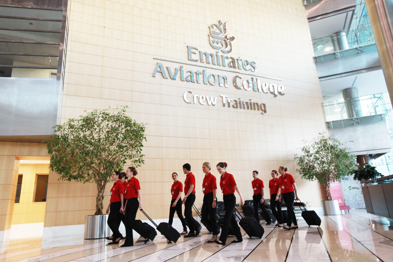 Emirates faz seleção de comissários