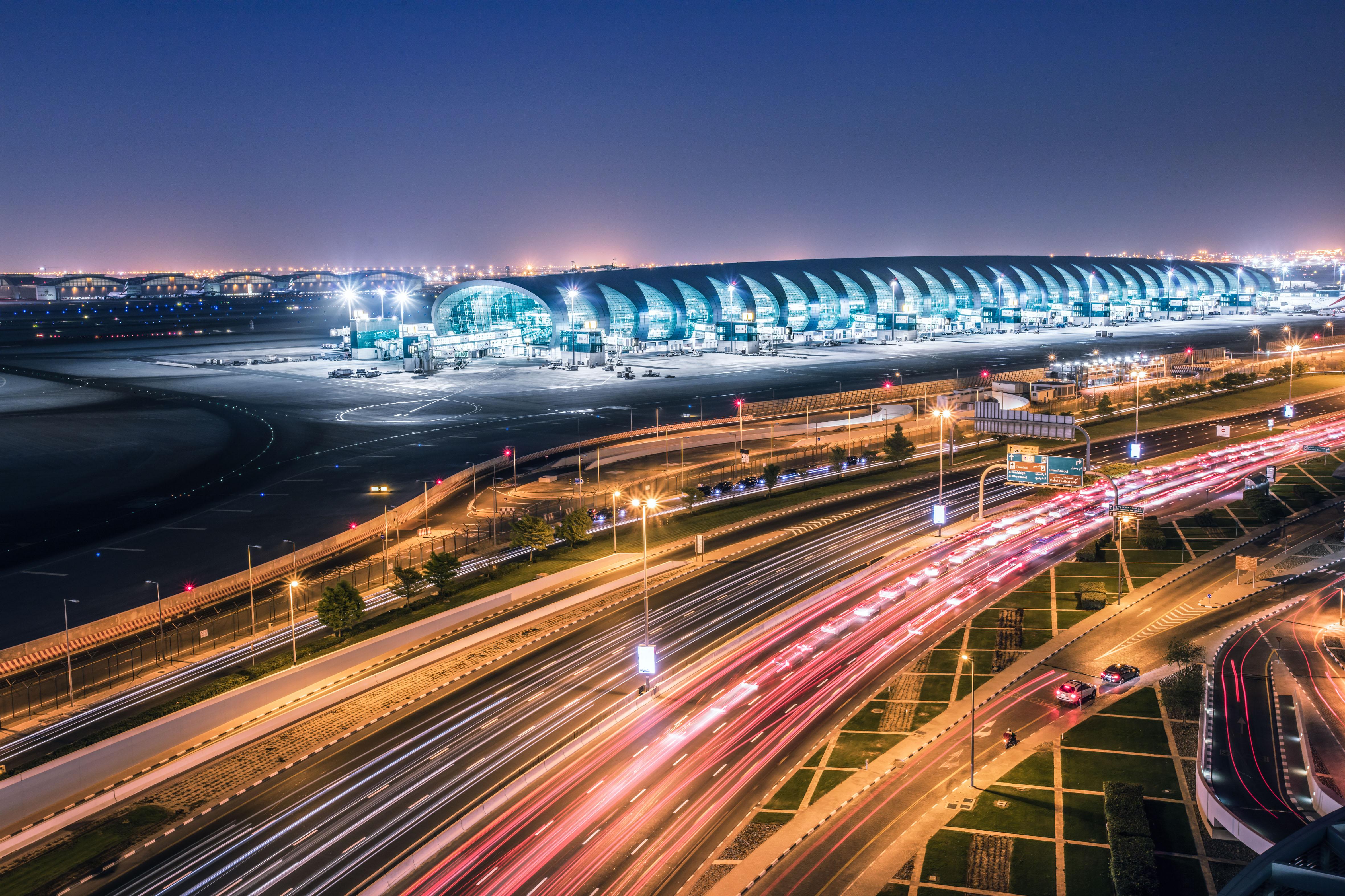 Resultado de imagem para aeroporto de dubai