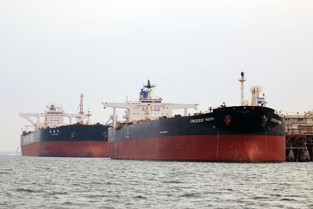 Petroleiros são abastecidos no Iraque. Árabes ampliaram exportação ao Brasil