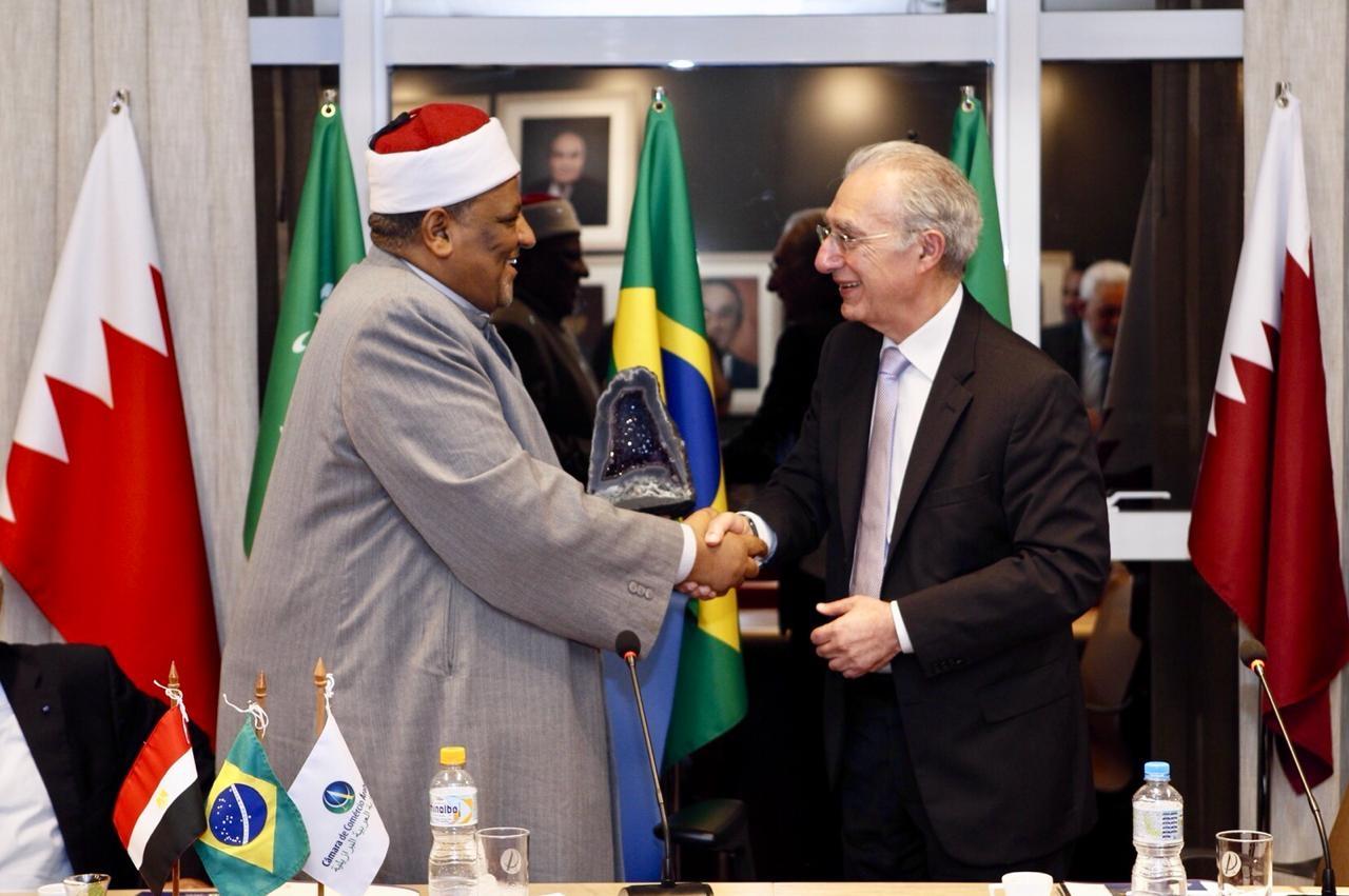 Shuman (esq.) com Hannun. Religioso veio conhecer processo halal brasileiro