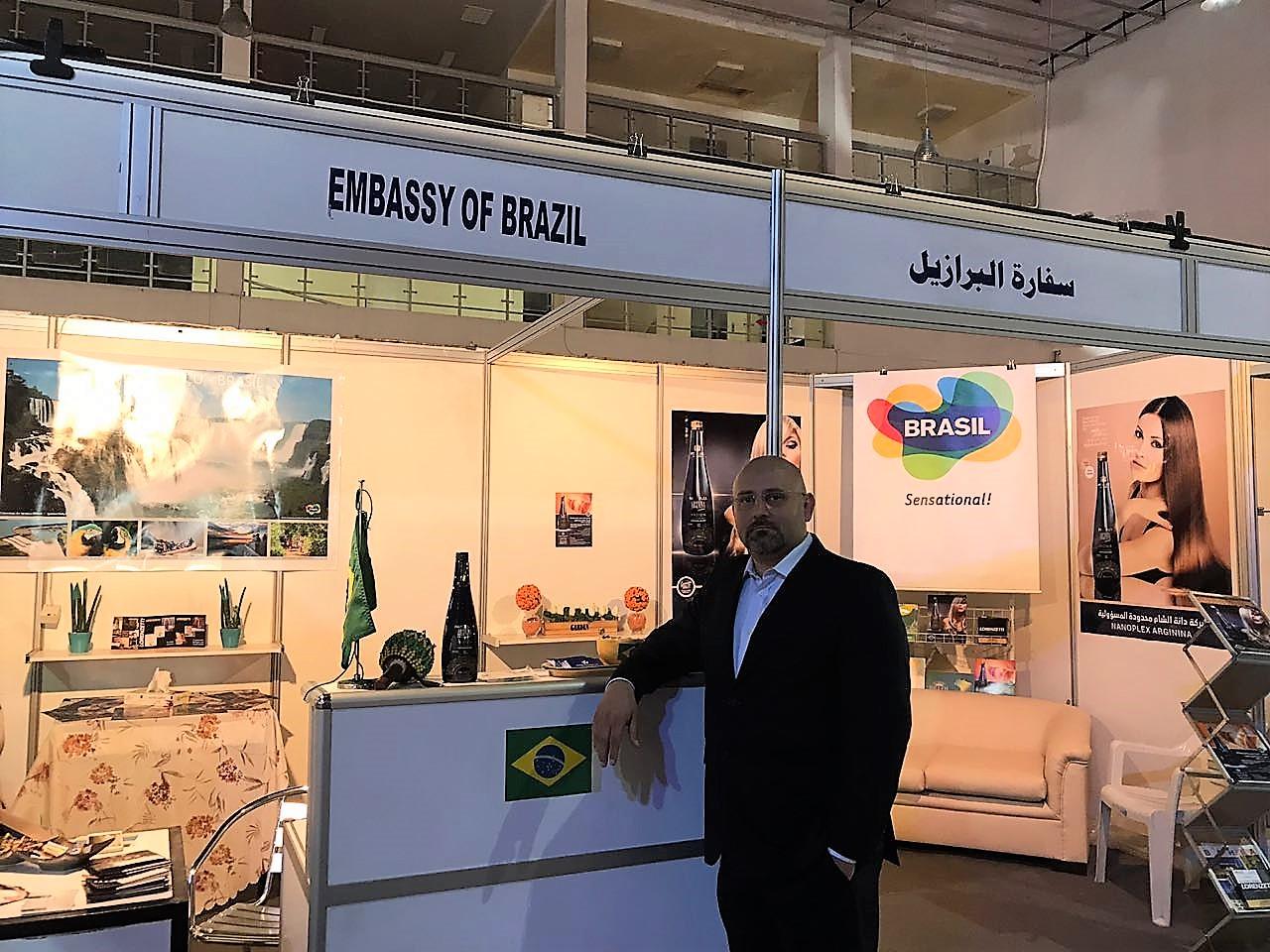 Rada Saleh, da Ramax, posa no estande brasileiro na Feira da Damasco