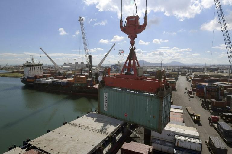 Porto de Rades, na Tunísia. Déficit comercial avança