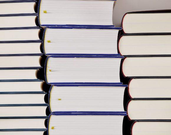 Feira de livros ocorre em Dubai