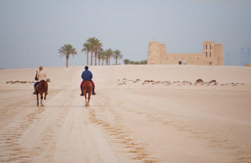 Empresa oferece cavalgadas nos Emirados