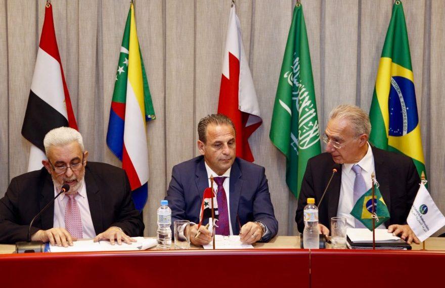 Ministro (C) quer intercâmbio com Hospital Sírio-Libanês