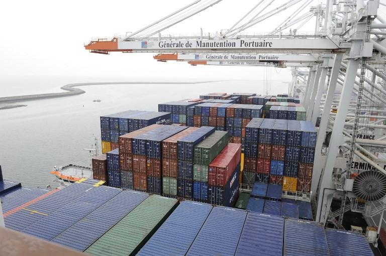 Comércio perde impulso com disputas internacionais