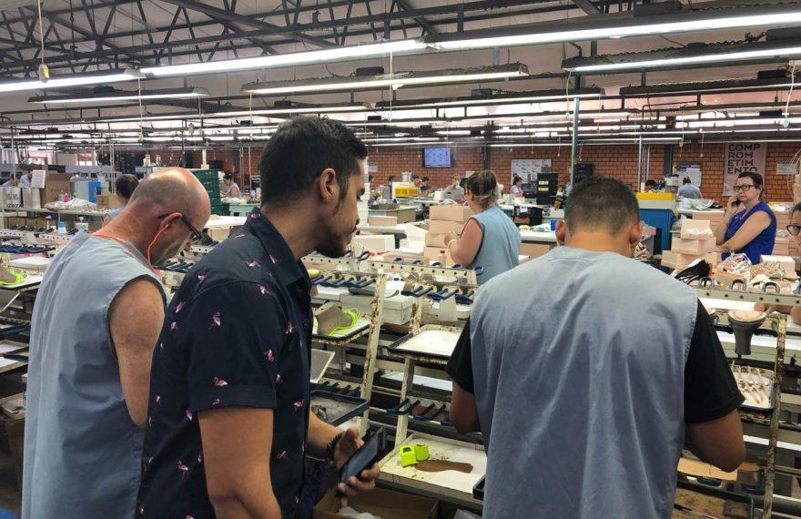 Reda Keddaji, do Grupo Chalhoub, visita fábrica de calçados