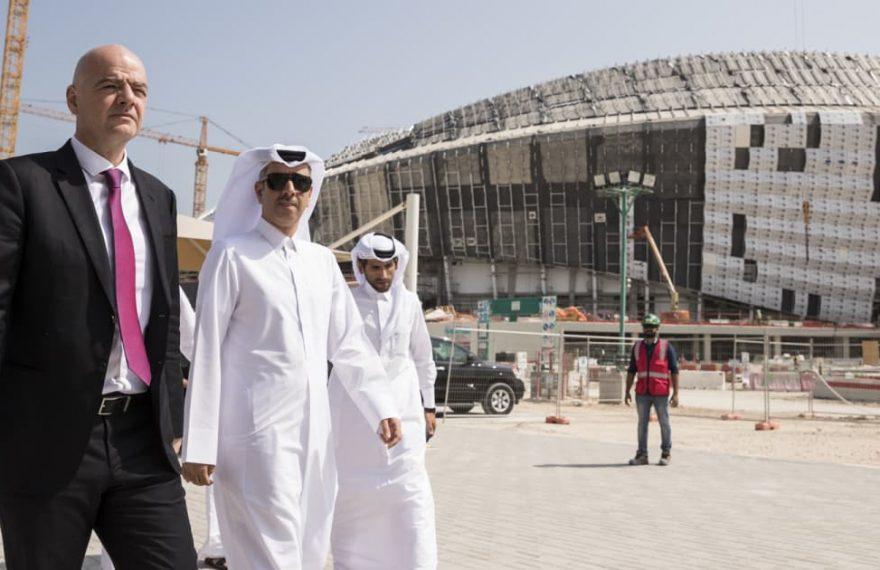 Presidente da Fifa em visita ao Catar, sede da Copa de 2022