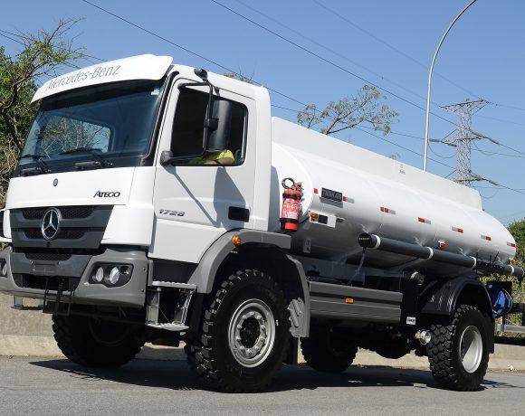 Caminhão Mercedes Atego 4x4
