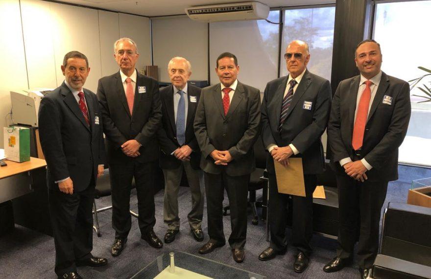 Diretores da Câmara Árabe se reuniram com Hamilton Mourão