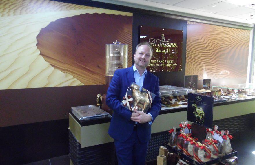Martin van Almsick com os chocolates ao leite de camela