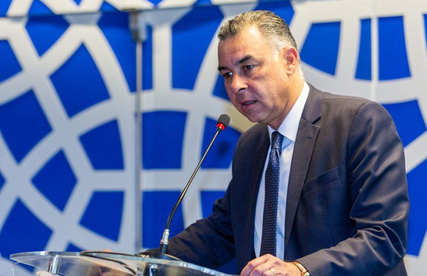 O embaixador do Egito Alaa Roushdy