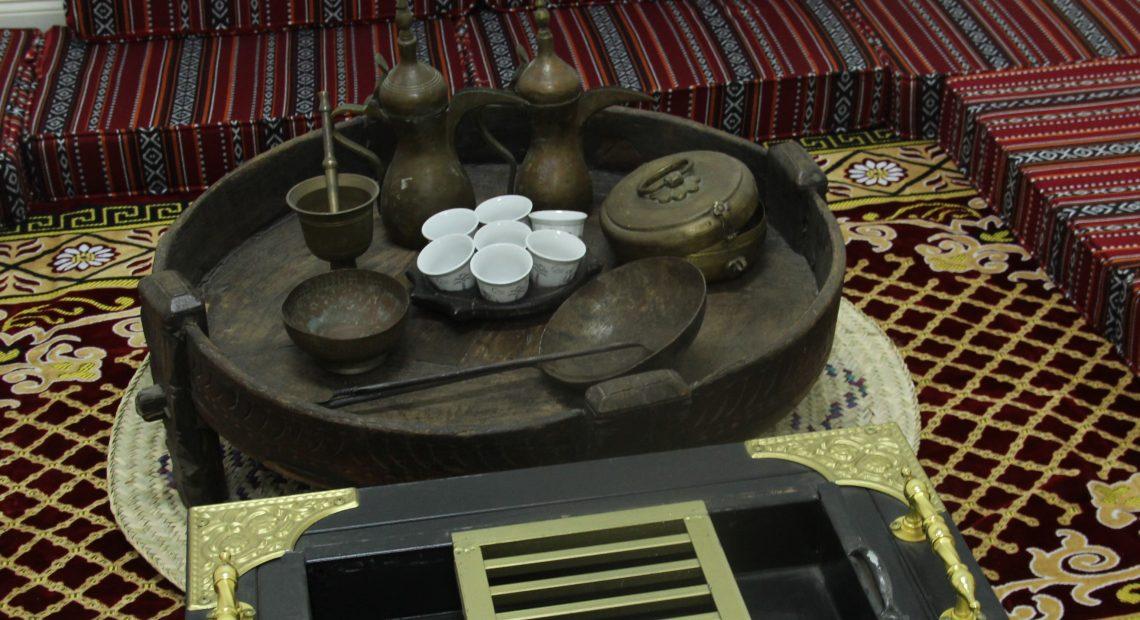 Documentos dos Emirados são bem completos sobre tradições, ritos e os objetos que usavam no preparo, e pontuam como existem estes itens específicos dos povos beduínos