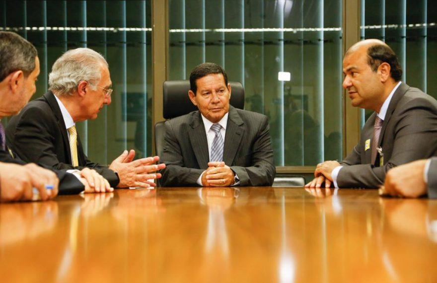 Da esq. p/ dir. Chohfi e Hannun, da Câmara Árabe, Mourão e Hanafy