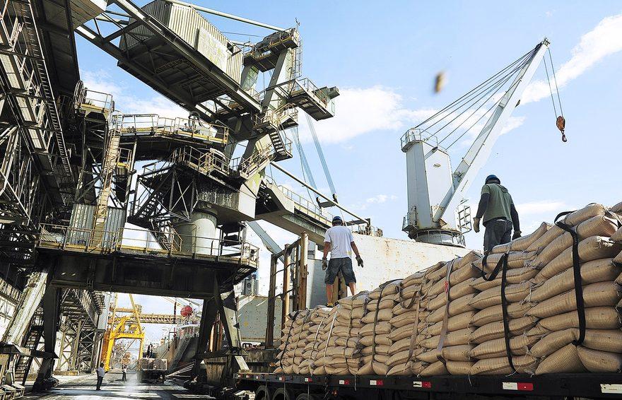 Trading RCMA exporta e importa açúcar