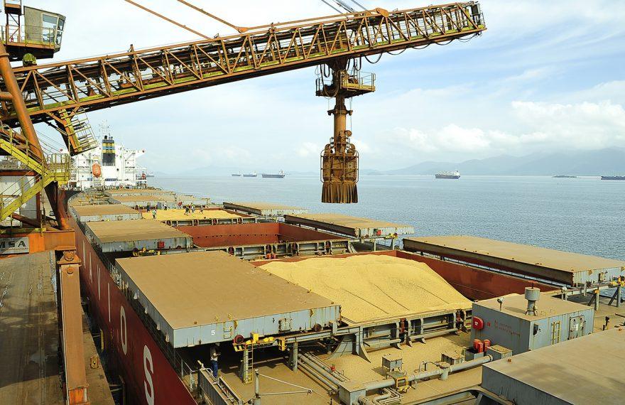 Comércio exterior brasileiro teve déficit na semana passada