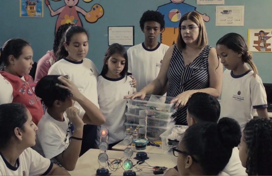 Garofalo decidiu suprir a pouca educação ligada à tecnologia que os alunos recebiam.