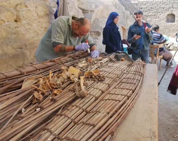 A primeira expedição de arqueólogos liderada por brasileiros no Egito finalizou a etapa de escavação deste ano com a descoberta de uma tumba inédita