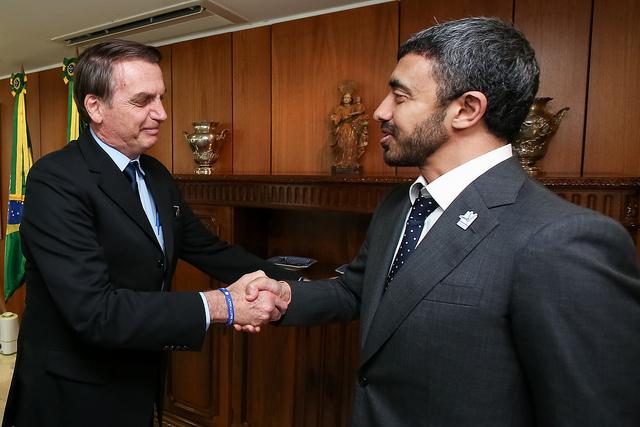 Bolsonaro (esq.) e Abdullah Bin Zayed. Países vão discutir investimentos