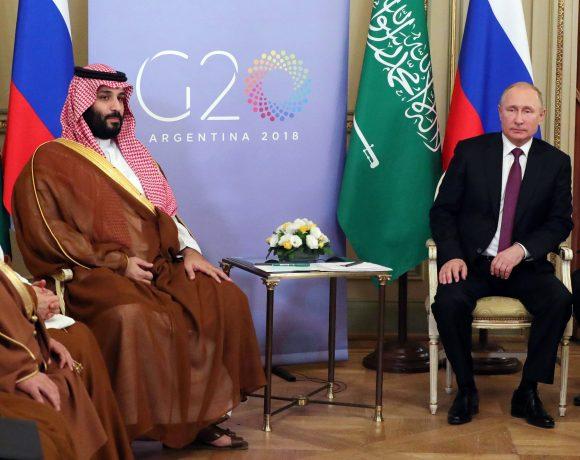 O príncipe saudita Mohammed Bin Salman e o presidente russo Vladimir Putin na cúpula do G20 em 2018