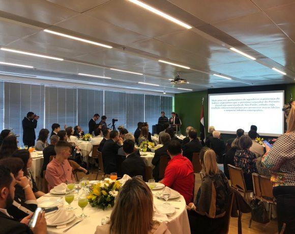 Apresentação sobre o Prêmio Zayed de Sustentabilidade na Câmara Árabe