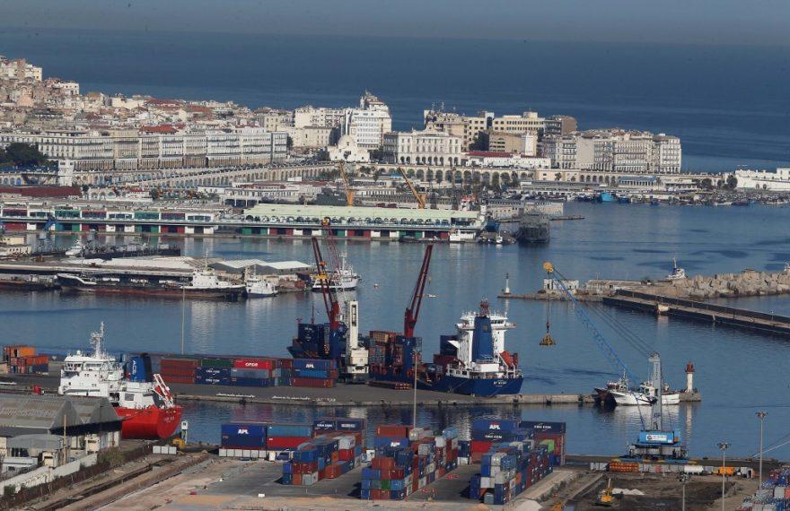 O porto de Argel, capital da Argélia