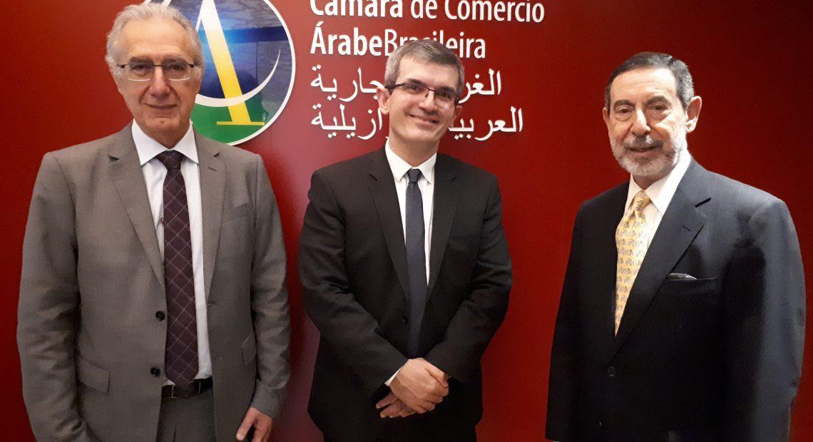 Com agenda em São Paulo, o diretor do Departamento de Promoção do Agronegócio no Ministério das Relações Exteriores, Alexandre Ghisleni visitou nesta segunda-feira (27) na Câmara de Comércio Árabe Brasileira.