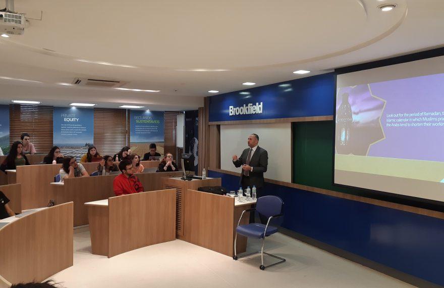 Mansour deu palestra para alunos da FGV