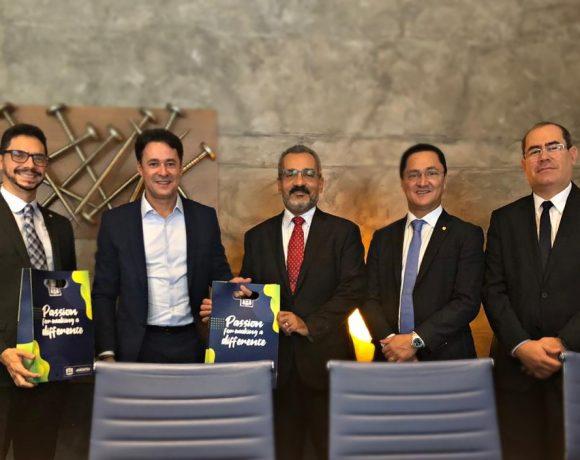 Da esq. p/ dir., Solimeo, Ferreira, prefeito de Jaboatão dos Gurarapes, e Fernando Igreja