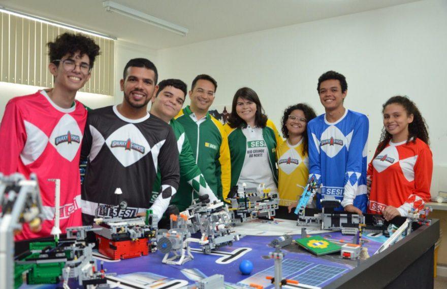 Jovens do RN desenvolveram trajes espaciais para torneio de robótica