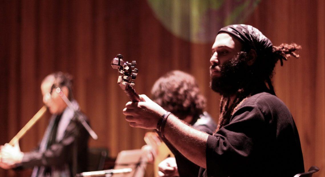 Yousef Saif integra o Yaqin Ensemble, grupo de música oriental