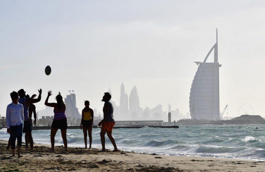 Burj Al Arab, ao fundo, é um dos mais famosos hotéis de Dubai