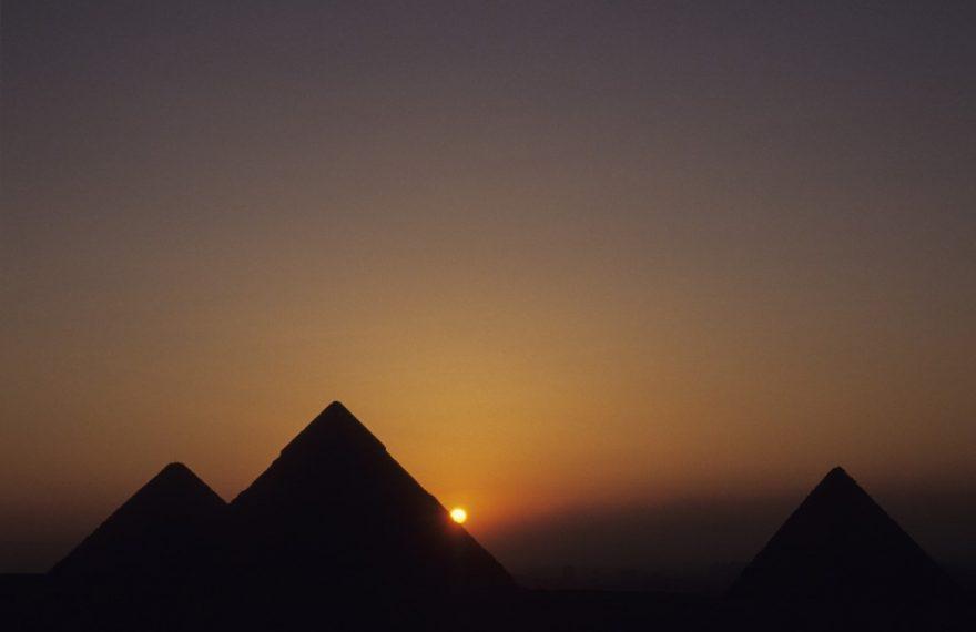 As Pirâmides de Gizé, polo mundial de turismo