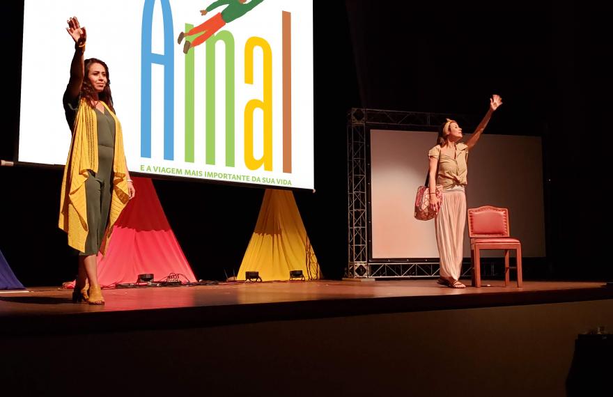Oula Al-Saghir (esq.) e Lívia Camargo (dir.) vão contar histórias de 'Amal' na Flip