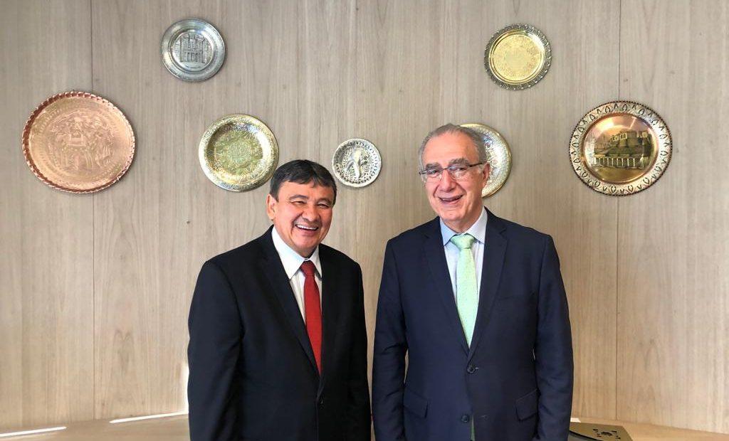 Wellington Dias (esq.), governador do Piauí, e Rubens Hannun, presidente da Câmara Árabe