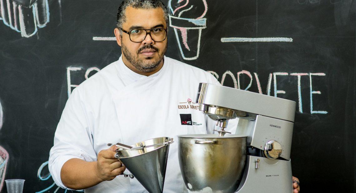 Francisco Santana fabrica sorvetes