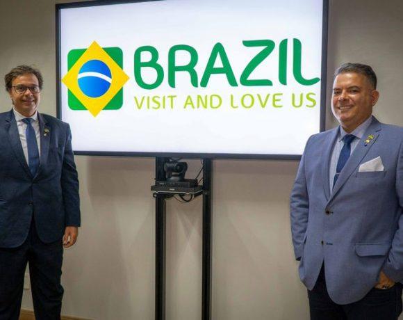 Gilson Machado Neto (esq.), presidente da Embratur, e Osvaldo Matos de Melo Júnior, diretor de Marketing