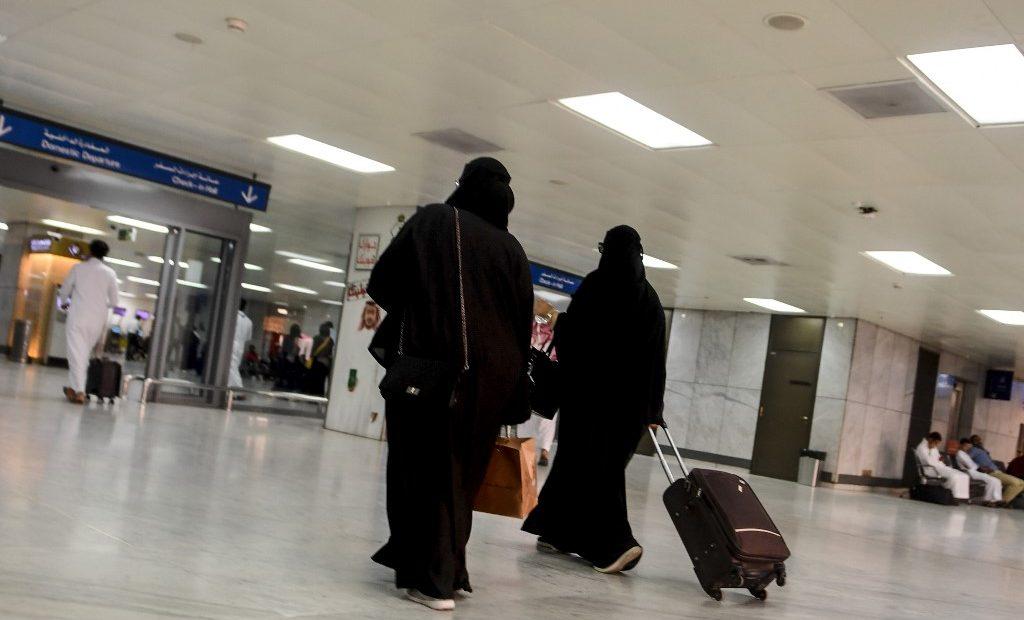 Mulheres sauditas agora podem viajar sozinhas